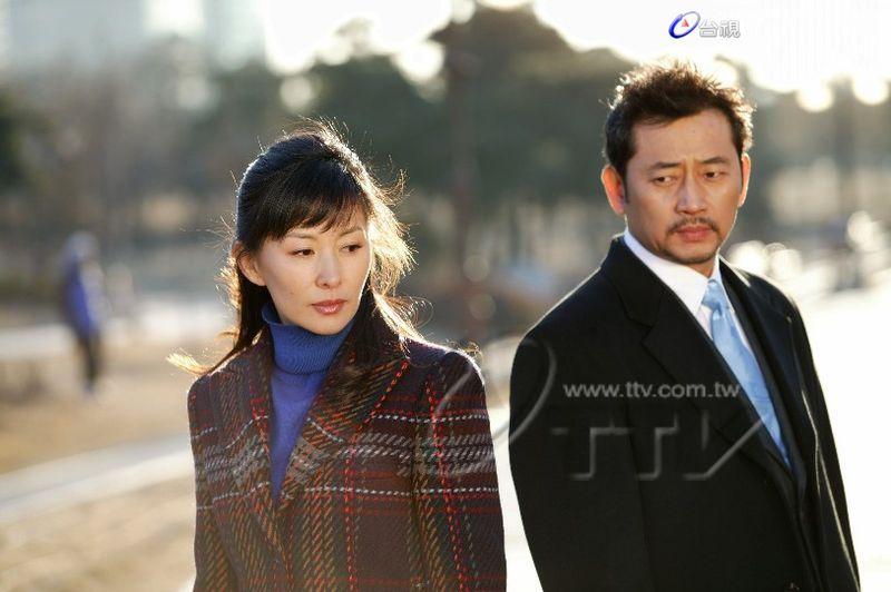 台视八点档新韩剧「爱情共感」全光烈与李美淑台视韩剧「爱情共感」