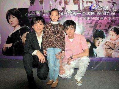 台视韩剧「玻璃鞋」演员尹瑞晙,崔宇革,夏胜利,23日在台视广场举办签