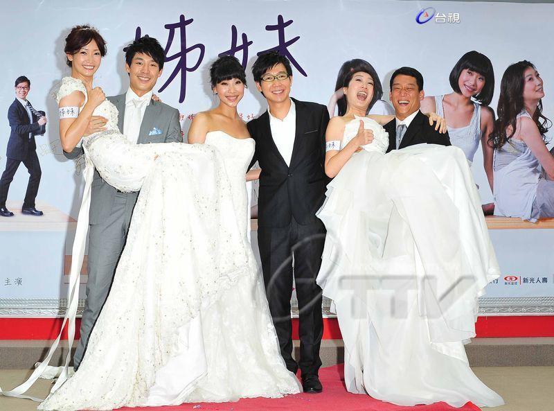 《姊妹》品冠NG太頻繁 胡婷婷氣到險中風  三姊妹同走紅毯扮新娘 王偉忠感動眼眶紅